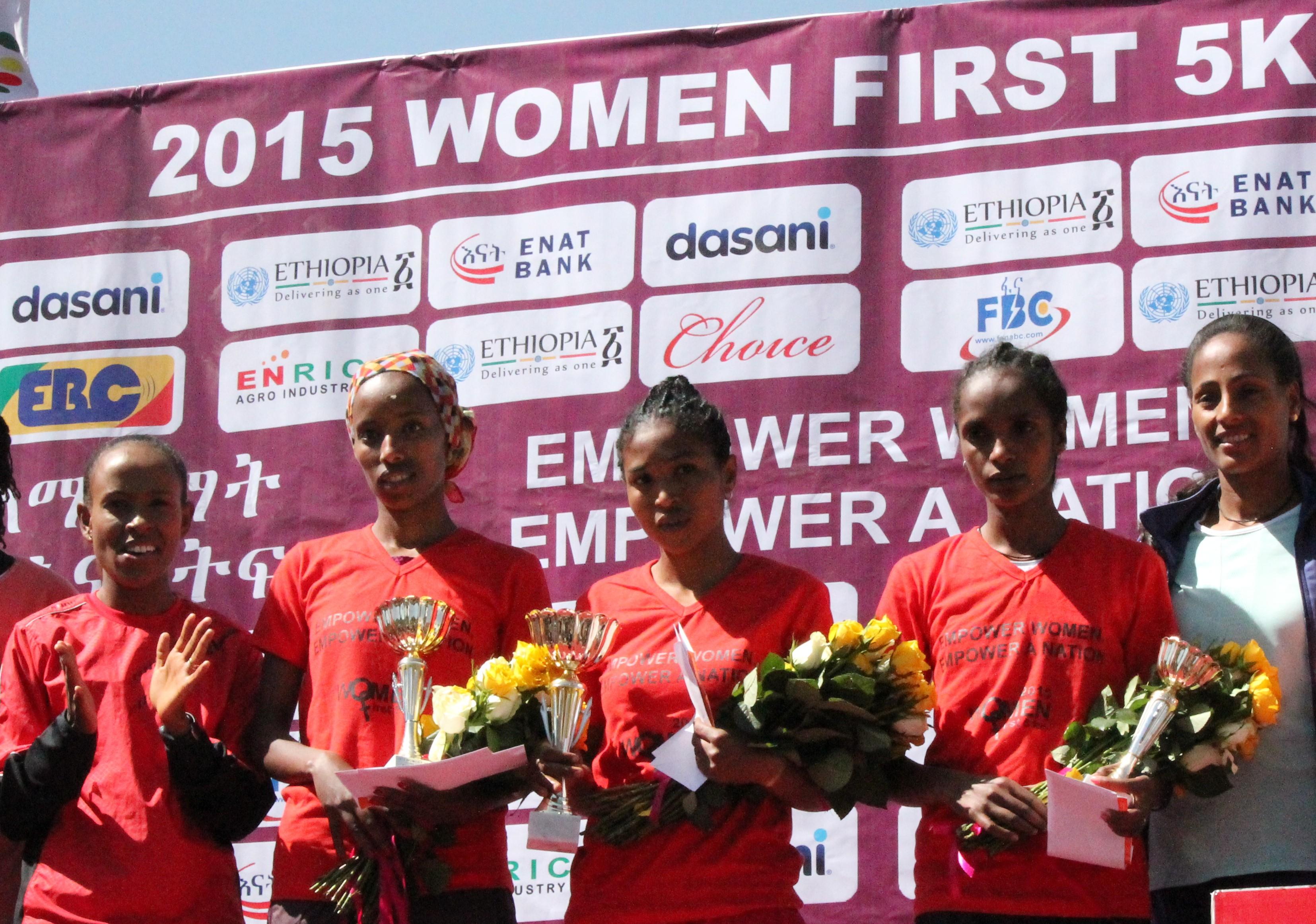 2015 women first 5k winners with meseret and Aselefech- Photo by Bizuayehu Wagaw