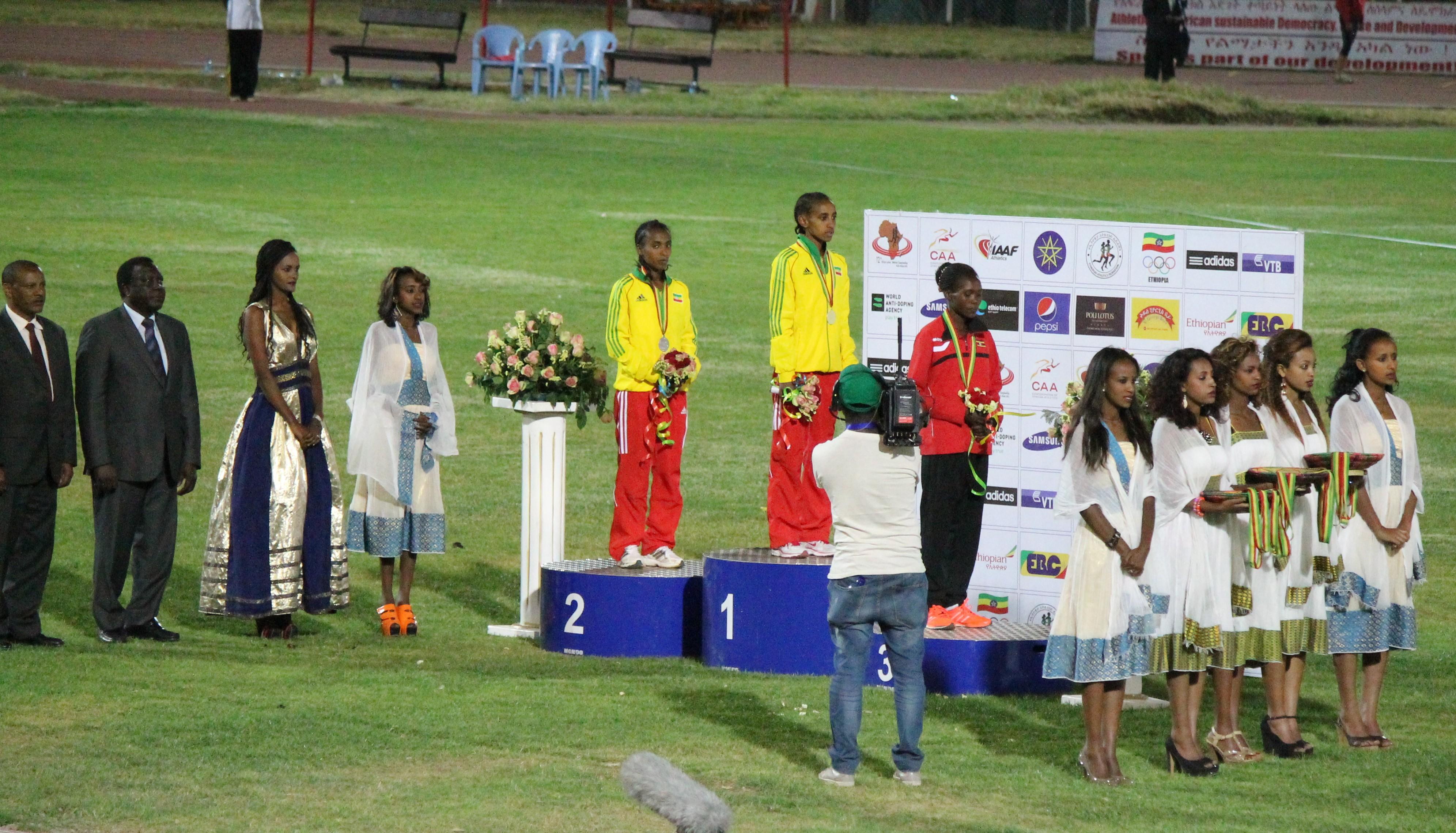 Women 5000m medal ceremony