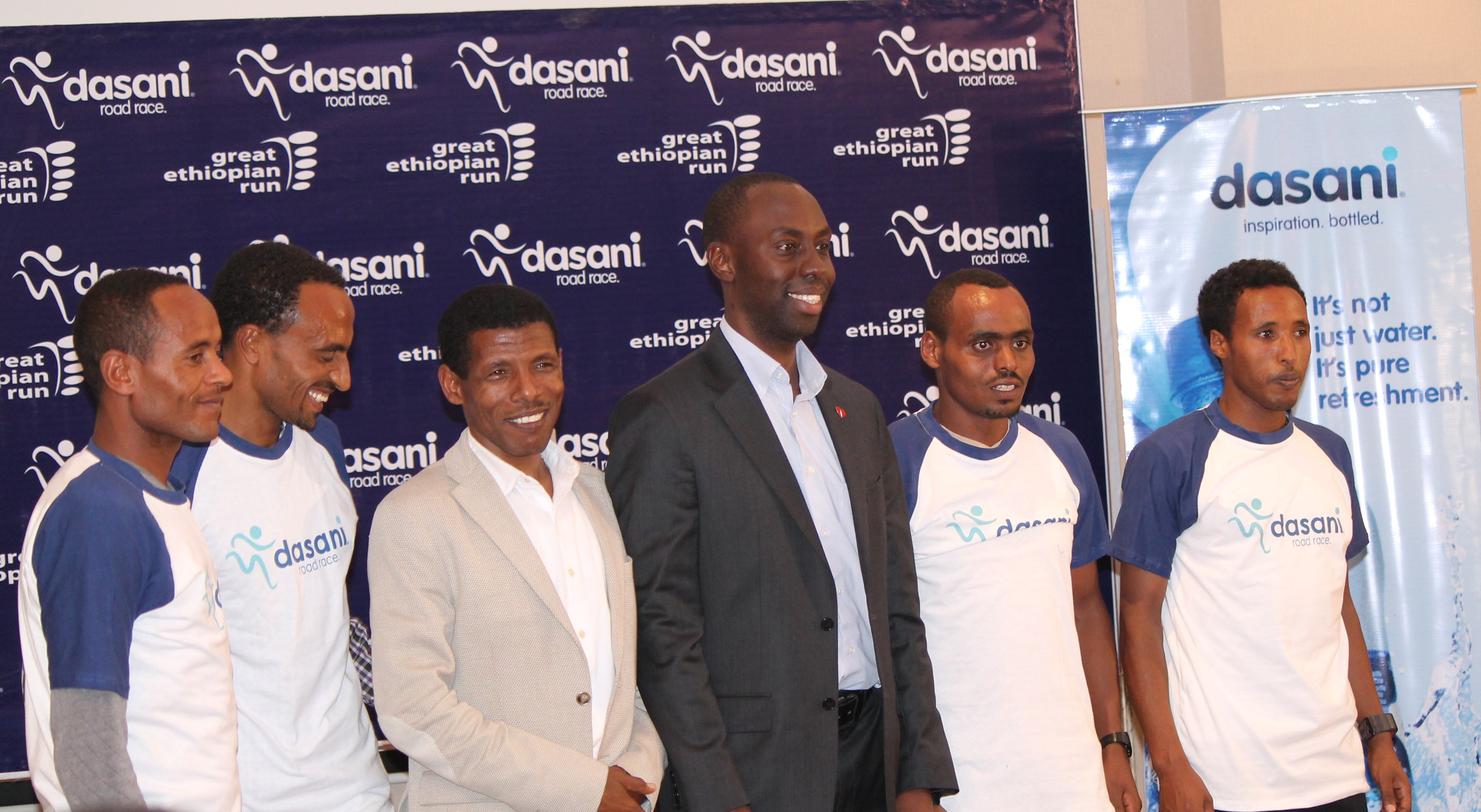 Haile and EABSC Commercial manager hand over the race t-shirt for the athletes
