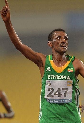Gold medalist Tsebelu Zewde of Ethiopia celebrates as he wins the 10,000m men final race -gettyimages-MONIRUL BHUIYAN 1