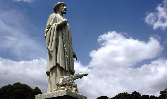 abune_petros_statue_addis_ababa